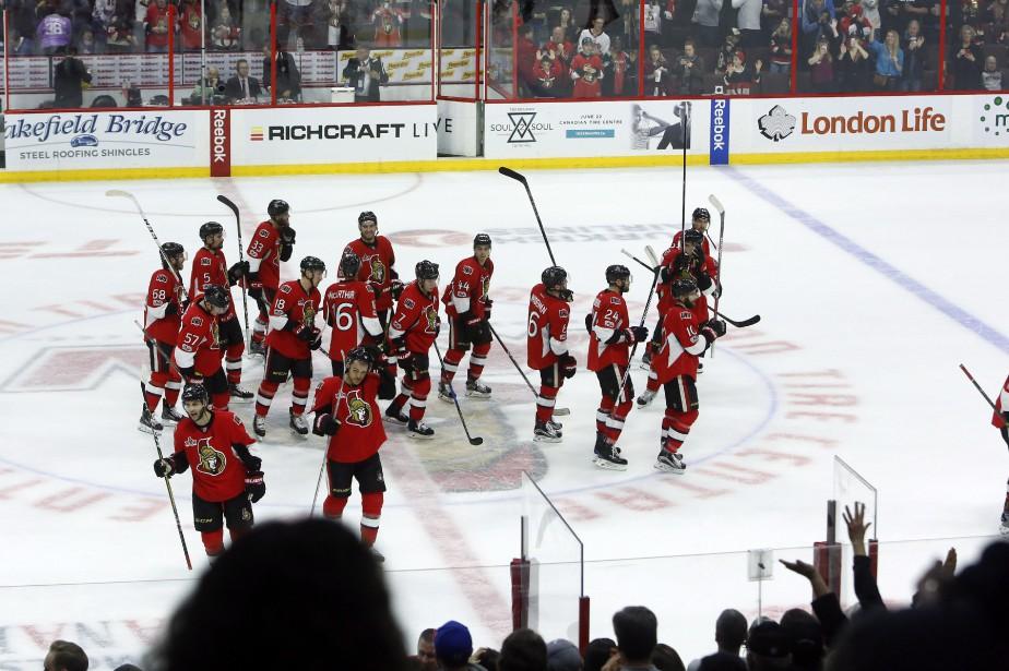Dernier match de la saison pour les joueurs... (Photo Fred Chartrand, La Presse canadienne)