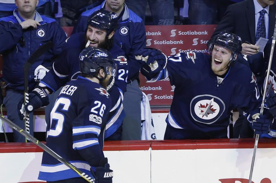 Blake Wheeler (26), Chris Thorburn (22) et Nikolaj... (Photo John Woods, La Presse canadienne)
