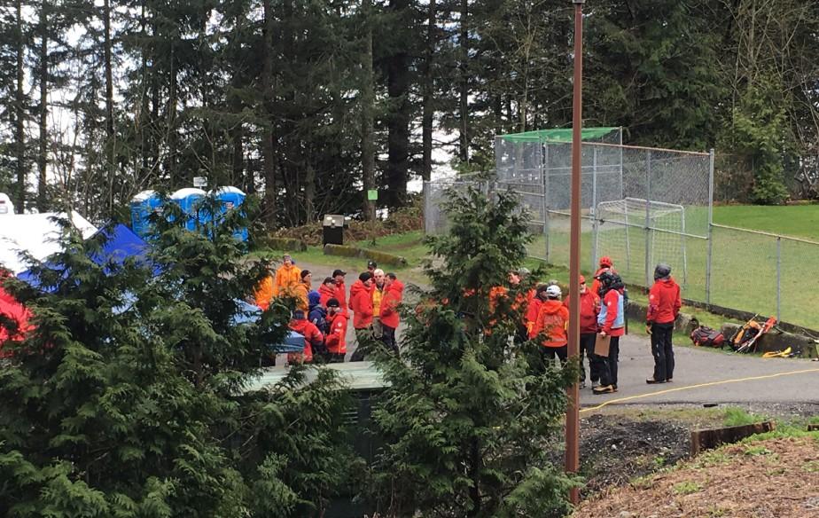 Une équipe de secours a été déployée sur... (Photo Linda Givetash, AP)