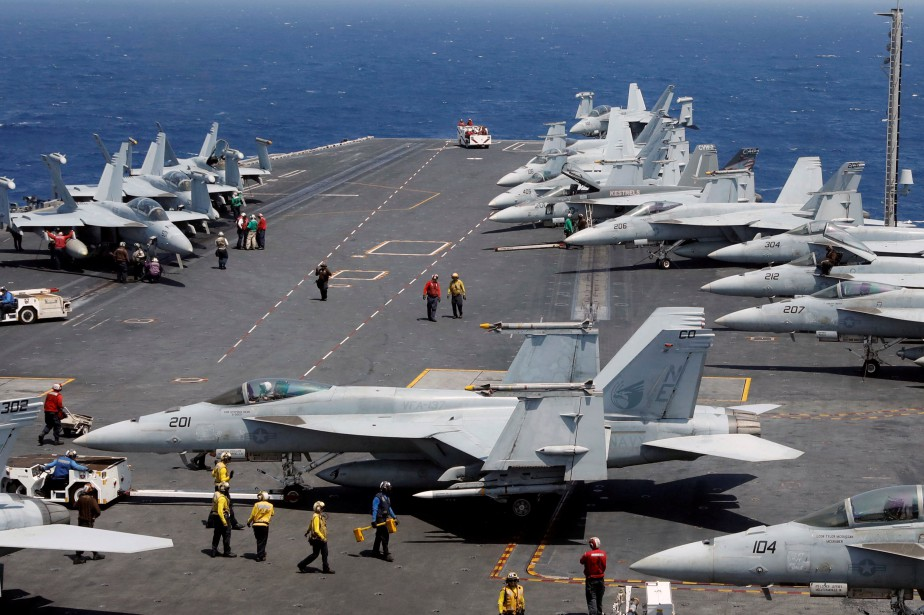 Le porte-avions USS Carl Vinson a pris la route du... (PHOTO REUTERS)