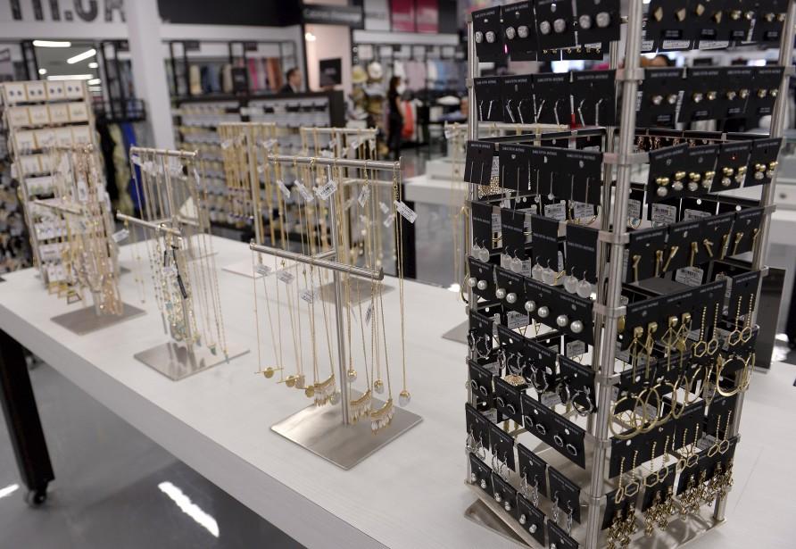 Comme les vêtements, les bijoux offerts chez Saks OFF 5TH peuvent atteindre 65 % de rabais sur le prix original. (Le Soleil, Yan Doublet)