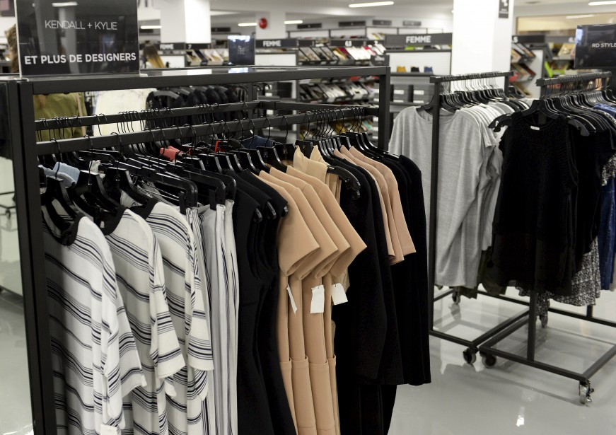 Parmi les nombreuses marques de prêt-à-porter pour femmes, mentionnons Karl Lagerfeld Paris, Joie, Equipment, Sam Edelman, et Kendall + Kylie. (Le Soleil, Yan Doublet)