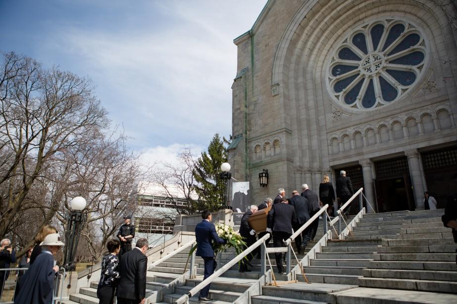 Les funérailles officielles de Janine Sutto ont eu lieu lundi après-midi àl'église Saint-Germain d'Outremont. (NINON PEDNAULT, LA PRESSE)