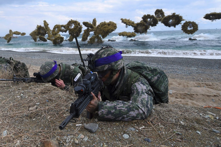 Les manoeuvres militaires annuelles conjointes menées actuellement par... (PHOTO ARCHIVES AFP)