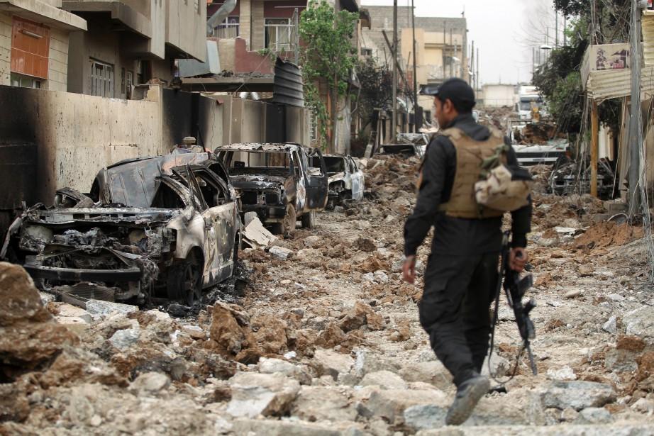 À Mossoul, les forces irakiennes tentent de chasser... (PHOTO AHMAD AL-RUBAYE, AFP)