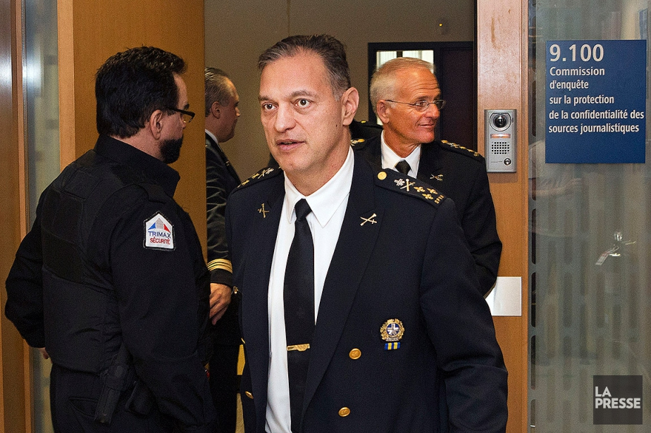 Le directeur du SPVM Philippe Pichet et, derrière... (Robert Skinner, La Presse)
