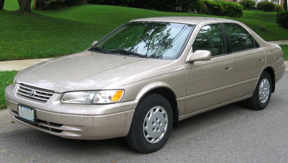 <strong>Sa première voiture</strong>Une Toyota Camry 1997 beige-brun avec 320 000km au compteur et achetée à Dallas pour 3000 $. ()