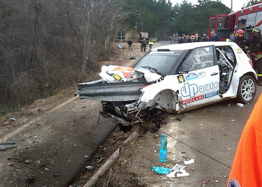 Le 6 février 2011<em></em>Robert Kubica avait failli être empalé par la rembarde en acier qu'il avait percutée durant ledurant le rally<em>Ronde di Andora.</em>Il a été gravement blessé et a dû être mis dans un coma artificiellement induit dans les jours suivant opéré pour des blessures à l'épaule et au coude. (AP)