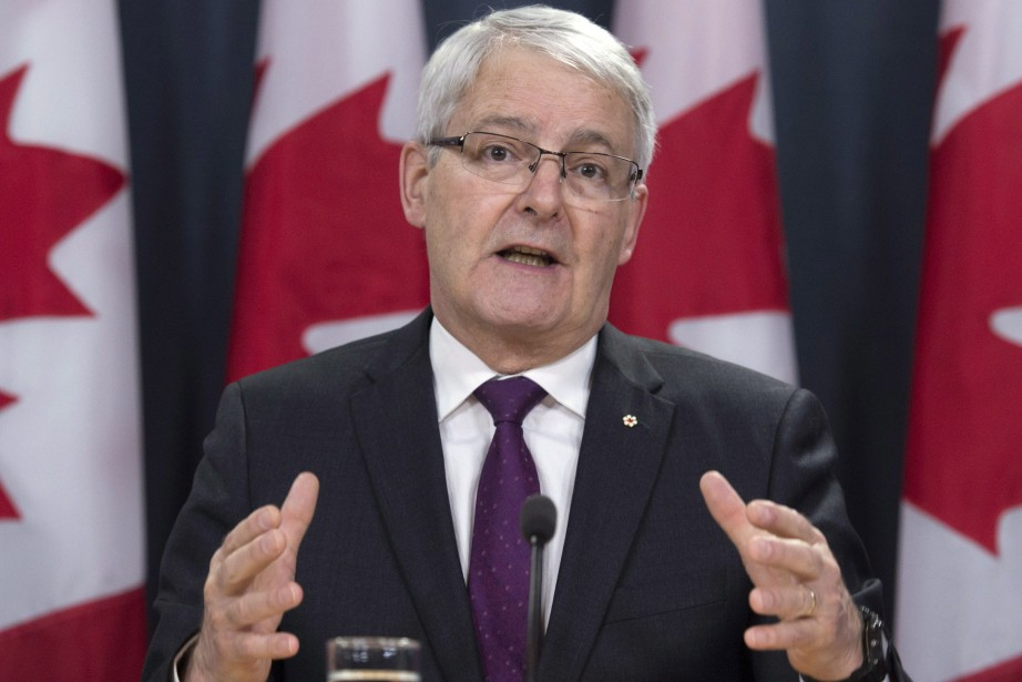 Le ministre des Transports Marc Garneau... (Photo Adrian Wyld, archives La Presse Canadienne)