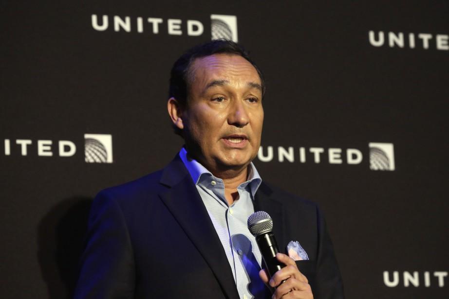 Le PDG d'United Airlines Oscar Munoz a présenté... (Photo Richard Drew, Archives AP)