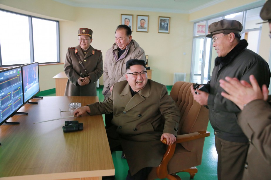 Le leader nord-coréen Kim Jong Un... (REUTERS)