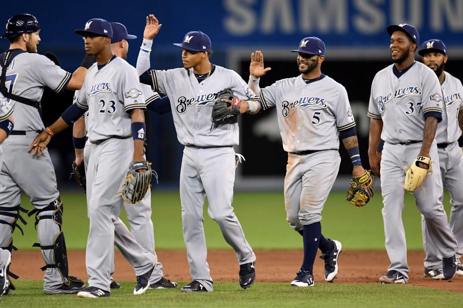 Les joueurs des Brewers festoient à la fin... (Photo Frank Gunn, La Presse canadienne)