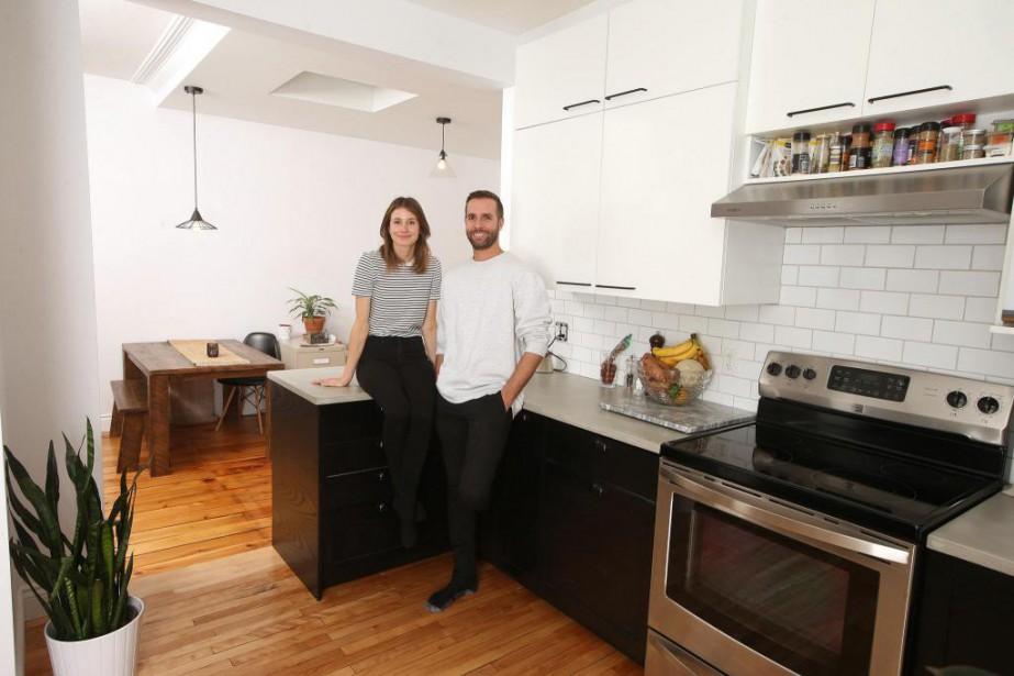 Alexandra Desrochers Vaughan et Nicolas Séguin dans l'appartement... (Photo Martin Chamberland, La Presse)