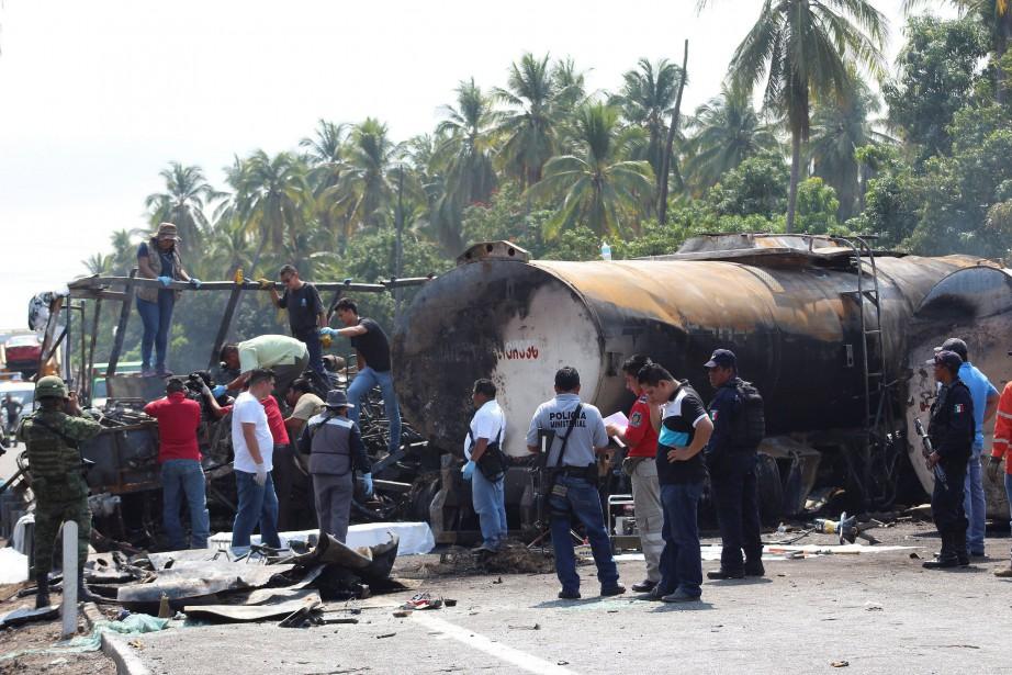 L'impact a provoqué une forte explosion et le... (PHOTO REUTERS)