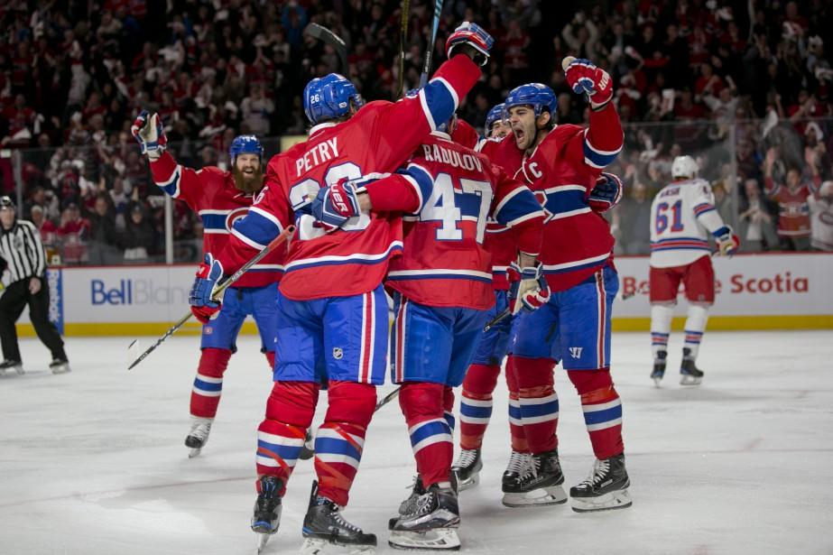 Le premier but de la rencontre est l'oeuvre du joueur du Canadien Jeff Petry. (Photo David Boily, La Presse)
