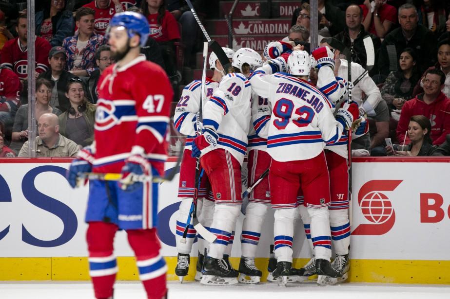 Alexander Radulov ne peut que constater les dégâts. Les Rangers de New York viennent de prendre les devants, en fin de deuxième période. (Photo David Boily, La Presse)