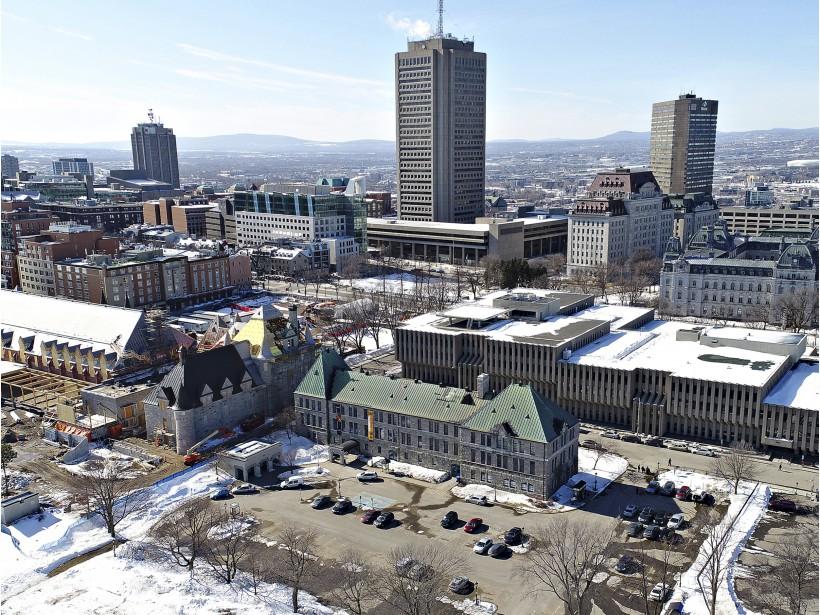 À noter aussi, les immeubles visibles où se trouve aujourd'hui le parc de la Francophonie, ce fameux «Pigeonnier» qui accueille notamment des spectacles du Festival d'été de Québec.  Valérie Gaudreau  | 15 avril 2017
