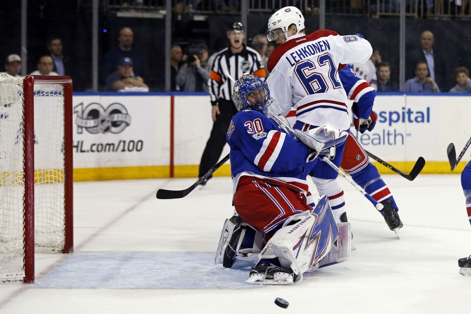 Henrik Lundqvist arrête le tir de Max Pacioretty... (Photo Adam Hunger, USA TODAY Sports)