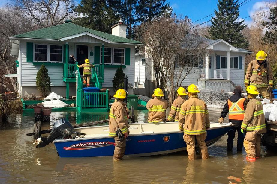Les inondations touchent une dizaine de maisons à Prévost, dans les Laurentides. (PATRICK SANFAÇON, LA PRESSE)