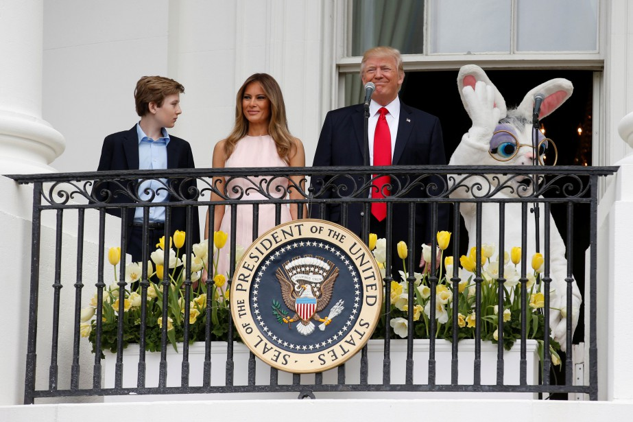 Sur le balcon donnant sur la pelouse de... (PHOTO REUTERS)