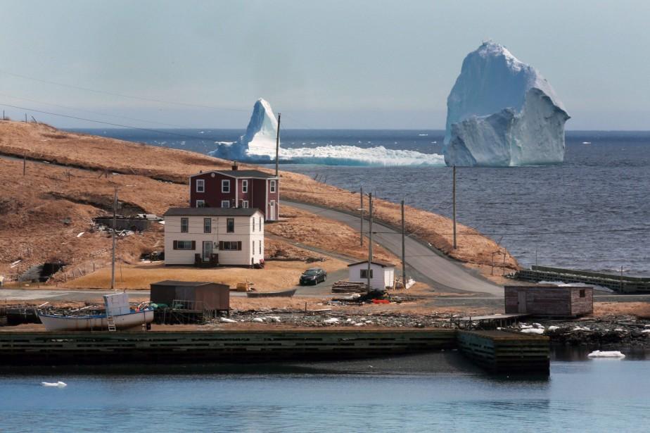 L'imposant bloc de glace est si près de... (PHOTO PC)