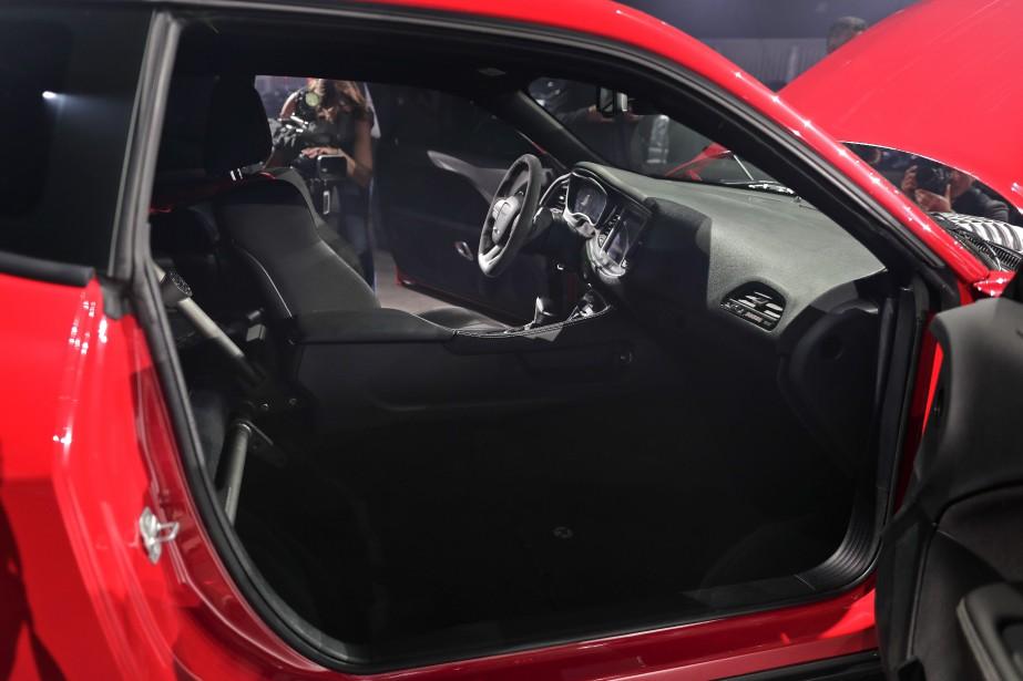 840 chevaux, 1 siège Pour réduire le poids, le siège du passager et la banquette arrière ont été enlevés. On peut les faire remettre pour 1 $, sûrement l'option la moins chère de toute l'industrie automobile. | 18 avril 2017