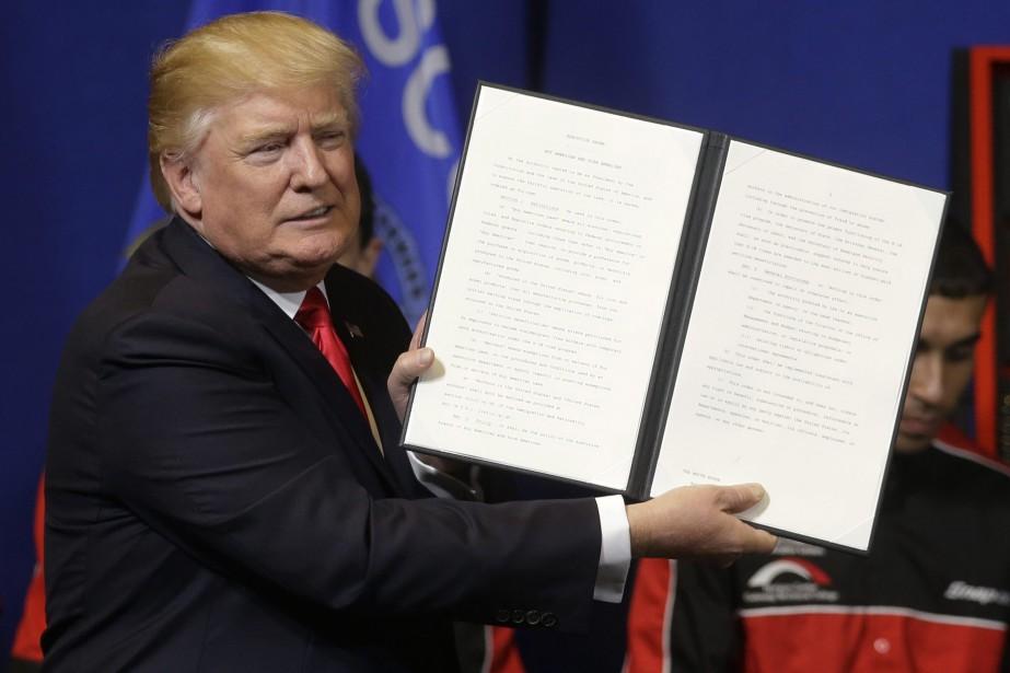 Le décret signé par Donald Trump comporte un... (PHOTO AP)