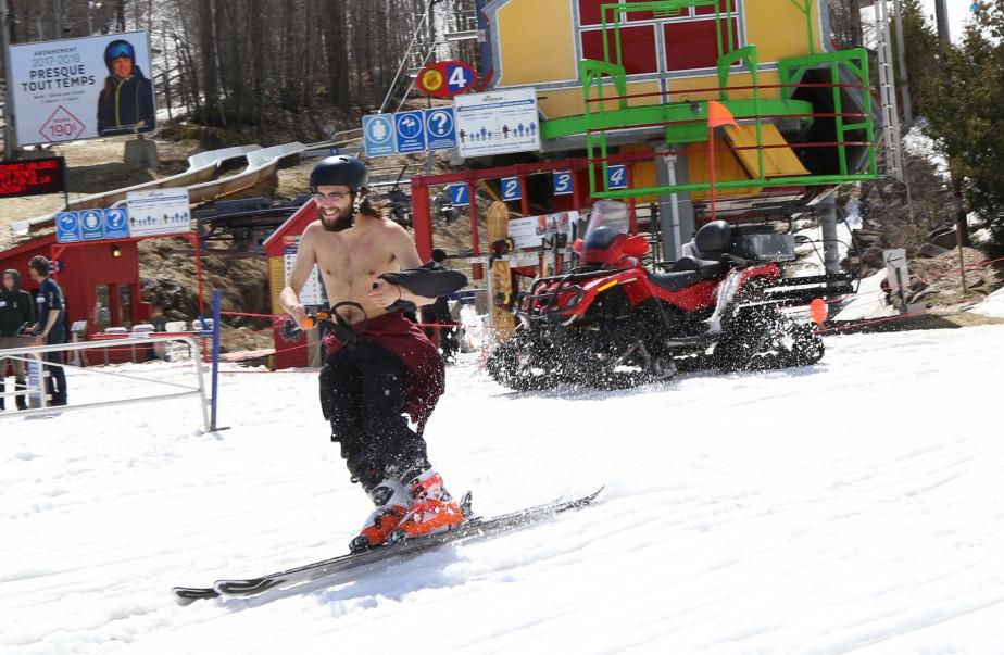 Skieurs et planchistes ont pu profiter de la chaleur et du soleil. | 18 avril 2017