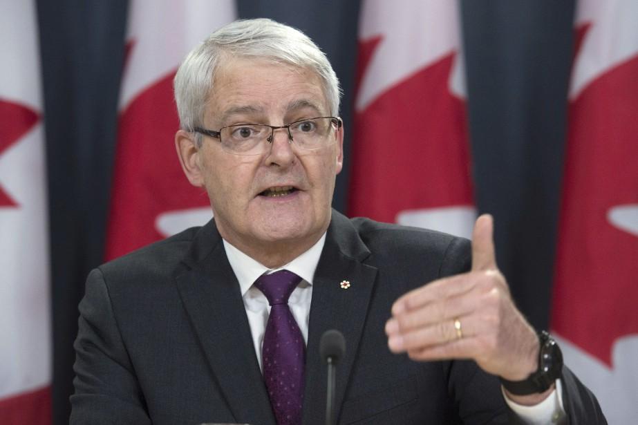 Le ministre fédéral des Transports, Marc Garneau... (PHOTO Adrian Wyld, ARCHIVES LA PRESSE CANADIENNE)
