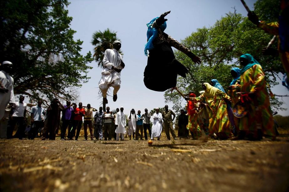 Des Soudanaises qui dansent au marché Um Bager près de la réserve nationale de Dinder, une région protégée à 480 kilomètres de la capitale Khartoum, dans l'état sud-est de Sennar. | 18 avril 2017