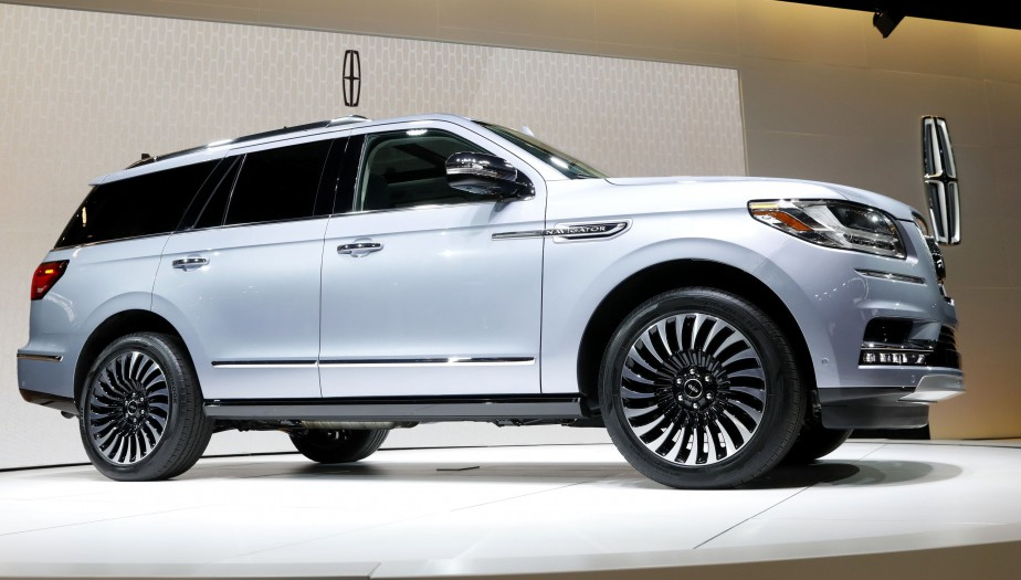 The 2018 Lincoln Navigator is displayed at the 2017 New York International Auto Show in New York City, U.S. April 12, 2017. REUTERS/Brendan Mcdermid | 19 avril 2017