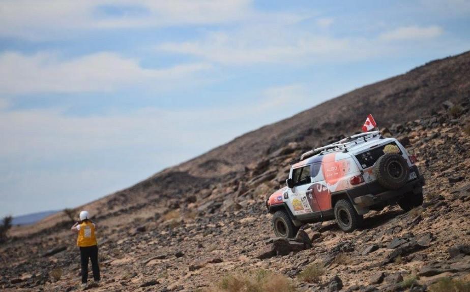 Stéphanie et Céline ont fait le rallye à bord d'unToyota FJ Cruiser 2008 acheté d'occasion et transformé pour le rallye. ()