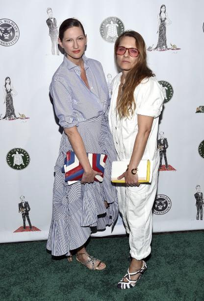 La créatrice de mode Jenna Lyons (à gauche) et sa compagne, Courtney Crangi, au Turtle Ball, qui s'est tenu lundi à New York. | 19 avril 2017