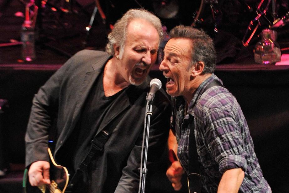 Joe Grushecky et Bruce Springsteen lors d'un concert... (Archives AFP)