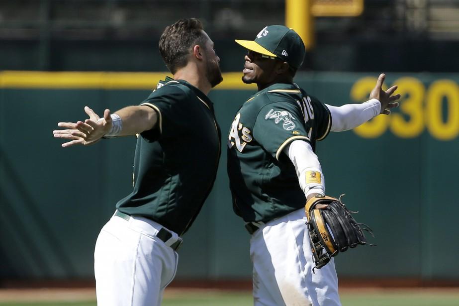 Trevor Plouffe et Rajai Davis des A's d'Oakland... (PHOTO Jeff Chiu, AP)