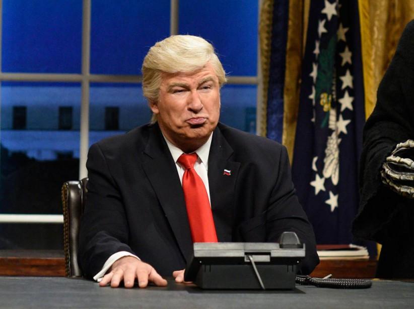 Alec Baldwin personnifiant le président Donald Trump sur... (PhotoWill Heath, Archives Associated Press)