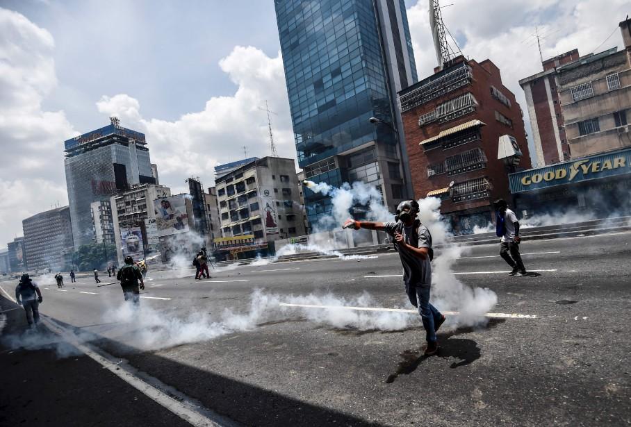 Des manifestants lors d'un rassemblement contre le président vénézuélien Nicolas Maduro, à Caracas. | 20 avril 2017