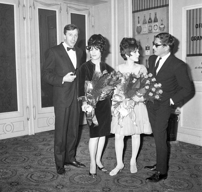 Paul Hébert, Monique Joly, Suzanne Valéry et Gilles Carle en 1965, à la première du film <em>La vie heureuse de Léopold Z</em>, de Gilles Carle. (Archives La Presse, René Picard)