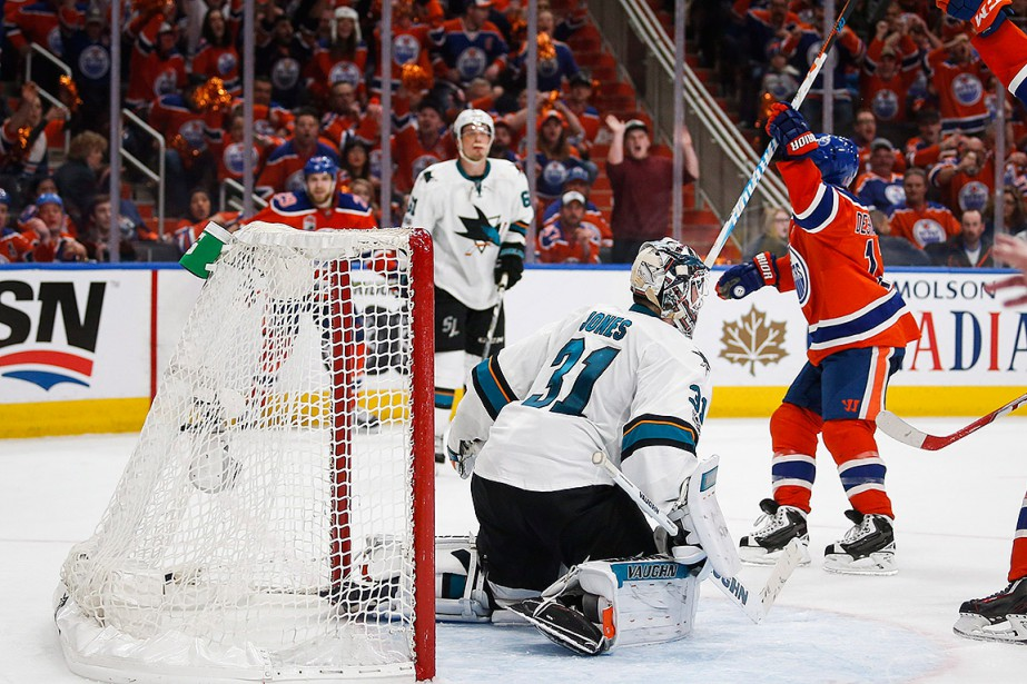 David Desharnais célèbre son but vainqueur contre les... (THE CANADIAN PRESS)