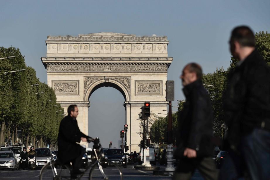 L'Arc de Triomphe, au bout des Champs-Élysées.... (PHOTO AFP)