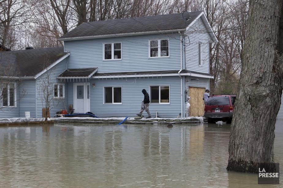 Plusieurs résidences de Rigaud ont été évacuées depuis... (PHOTO ROBERT SKINNER, LA PRESSE)