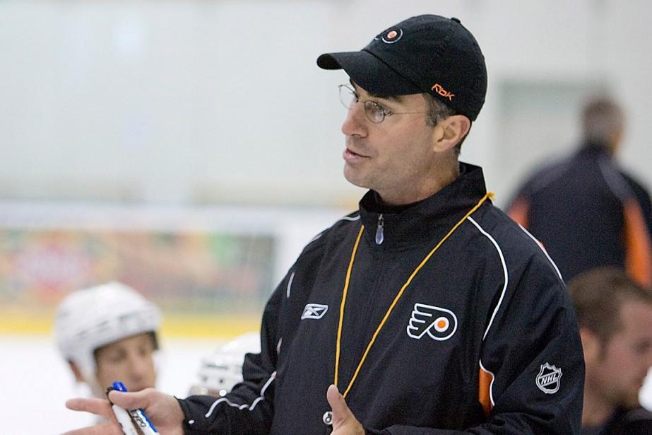 John Stevensa dirigé les Flyers de Philadelphie entre... (Photo Tom Mihalek, ARCHIVES ASSOCIATED PRESS)