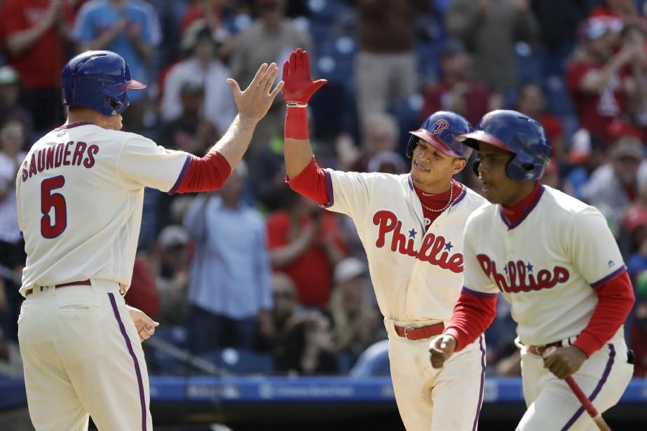 Cesar Hernandez et Michael Saunders... (Photo Matt Slocum, AP)