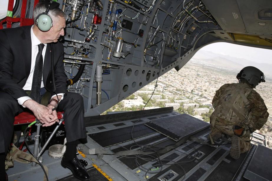 Le chef du Pentagone Jim Mattis aatterri à... (Photo Associated Press)