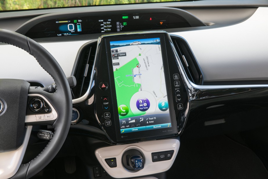 La Prius Prime mise beaucoup sur la technologie pour appâter l'acheteur. La livrée Technologie essayée dispose donc d'un immense écran de 11,6po pour naviguer dans les menus. ()
