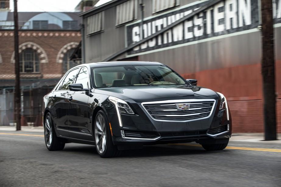 <strong>Cadillac CT6</strong>La marque de luxe de General Motors ne fait pas les choses à moitié:16 DEL joignent le coin le plus reculé de chacun des deux phares à la base de la bavette de la berline CT6, une touche lumineuse qui est reproduite sur l'ensemble de la gamme. Avec raison:l'effet visuel est saisissant. (Photo GM)