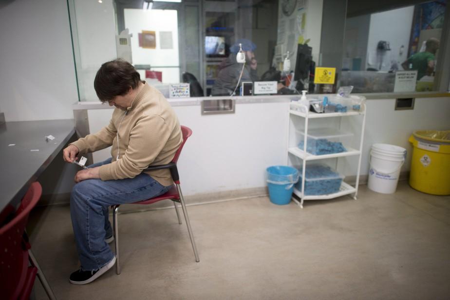 À la clinique Crosstown de Vancouver, une centaine... (Photo Jonathan Hayward, La Presse canadienne)