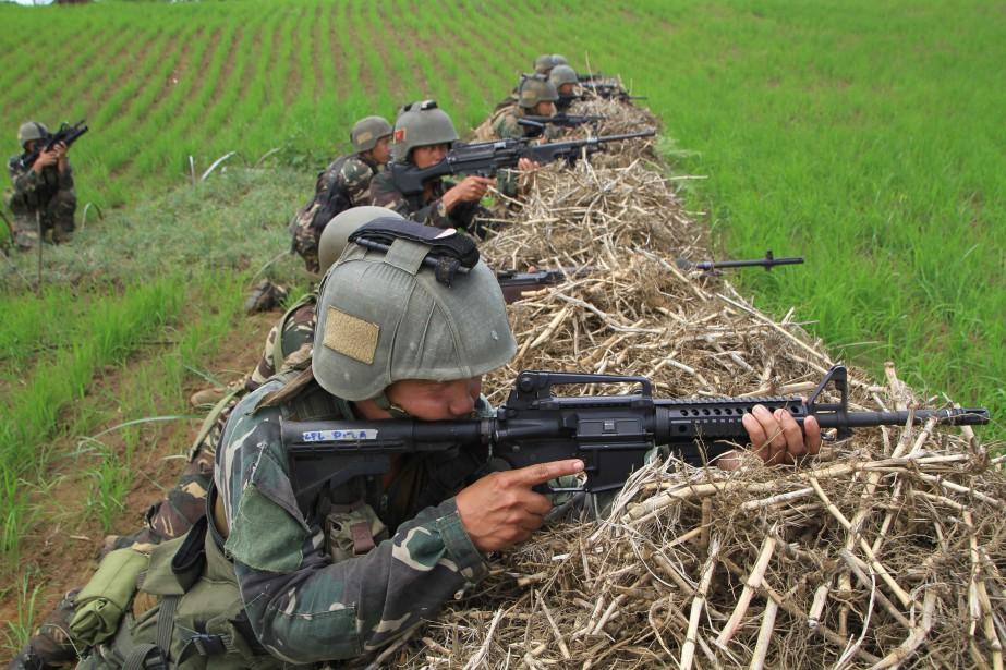 Le groupe des combattants contre lesquels l'armée philippine... (AFP)