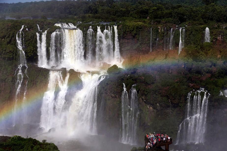 Les chutes Iguazu, au Brésil, font partie de... (Jorge Saenz, archives AP)