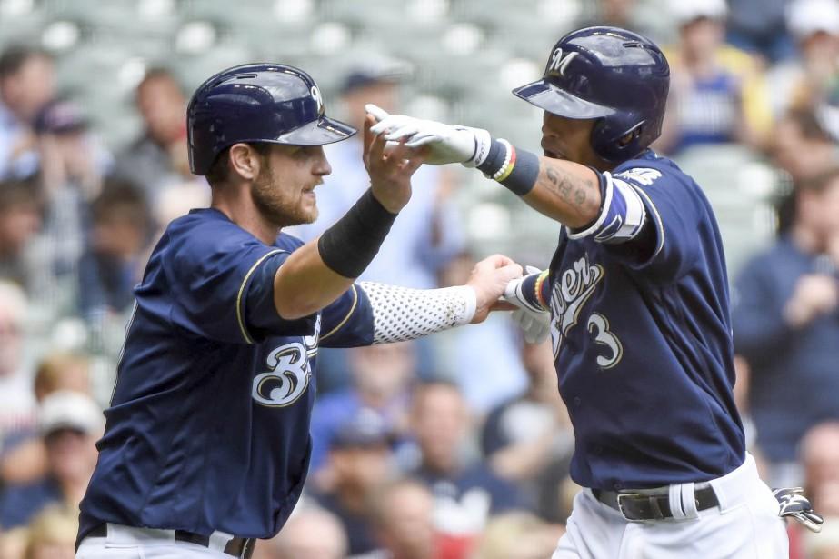 Orlando Arcia et Jett Bandy... (Photo Benny Sieu, USA Today Sports)